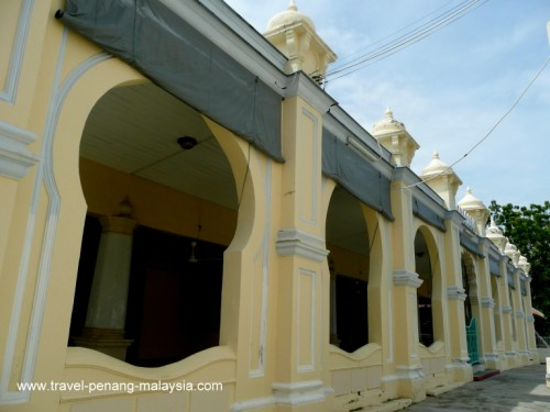 Photo of the side of the Acheen Street Mosque