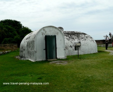 photo of the Gunpowder magazine in Fort Cornwallis