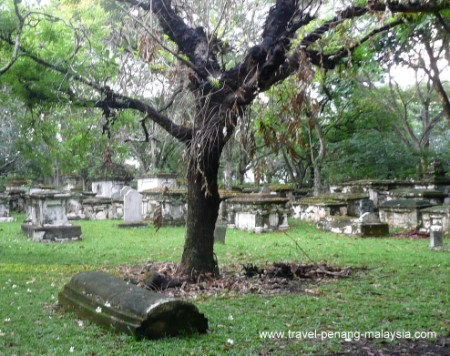 photo of the old old colonial cemetery in Georgetown Penang