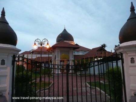 Photo of Kapitan Keling Mosque from Chulia Street