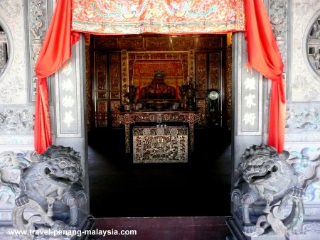 Photo of the doorway at the Khoo Kongsi Temple