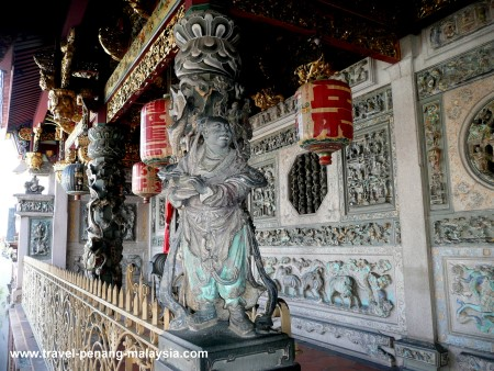 Photo of the carved pillars at the Khoo Kongsi Temple in Georgetown