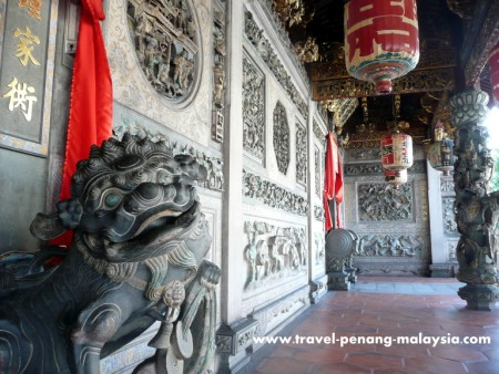 photo of the ornate stone carings at Khoo Kongsi