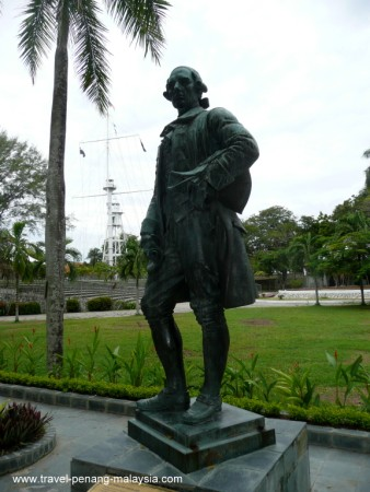 photo of a bronze statue of Sir Francis Light