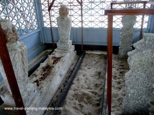 Tomb of Tengku Syed Hussain bin Abdul Rahah Aideed at Acheen Street Mosque