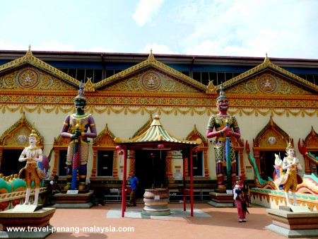 Photo of the front of Wat Chayamangkalaram in Penang Malaysia
