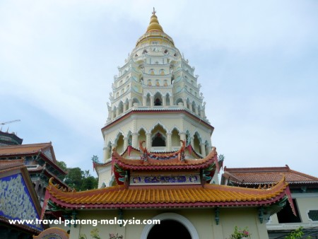 photo of the Pagoda of 10,000 Buddhas in Kek Lok Si Temple