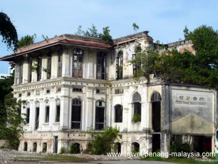 photo of a derelict building (school) in Georgetown